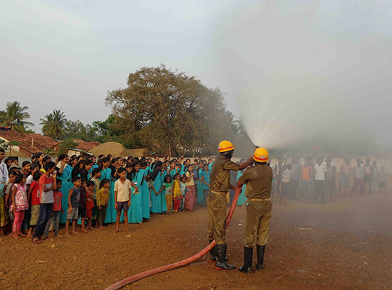 08-demonstration-of-the-fire-extinguishen